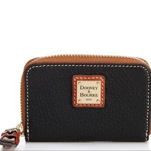 Dooney & bourke pebble credit card holder